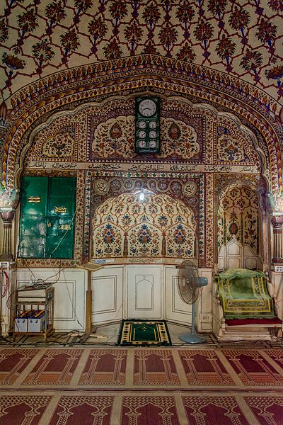 File:Interior of Sunehri Masjid (The Golden Mosque).jpg