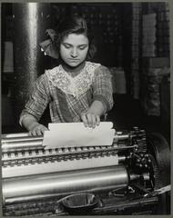 Italian Girl (14yo) Paper Box Factory 1913