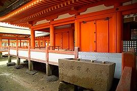 ItsukushimaBuilding7430.jpg