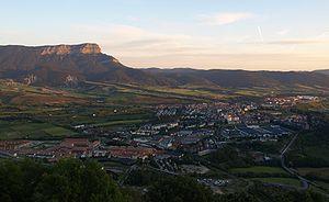 Navarro-Aragonese - Image: Jaca a los pies de la peña Oroel