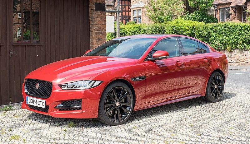 Datei:Jaguar XE 2016 front three-quarter.jpg