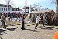 Jongeren geven demonstratie zwaardvechten 1 april feest Brielle.jpg