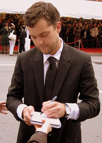 Joshua Jackson at the premiere of Bobby, Toronto Film Festival 2006.jpg
