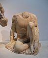 Jove jugant amb el dit del peu del frontó oriental del temple de Zeus, museu arqueològic d'Olímpia.JPG