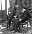 Juan Lindolfo Cuestas con uno de sus nietos.jpg