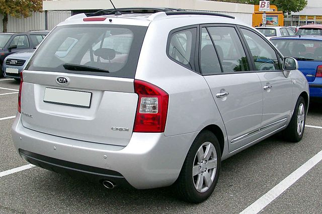 File Kia Carens Rear 20081009 Jpg Wikimedia Commons
