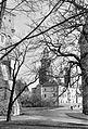 Királyi Palota (Wawel), háttérben a Szent Szaniszló és Szent Vencel székesegyház. Fortepan 16678.jpg