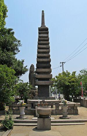 Hyōgo-ku, Kobe - Kiyomori-zuka, a 12th-century monument to Taira no Kiyomori