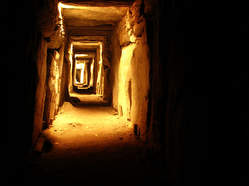 File:Knowth.jpg
