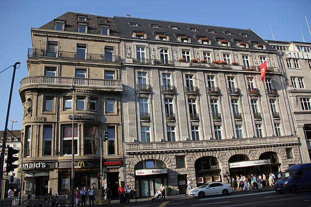 Excelsior Hotel Koln Piano Spieler