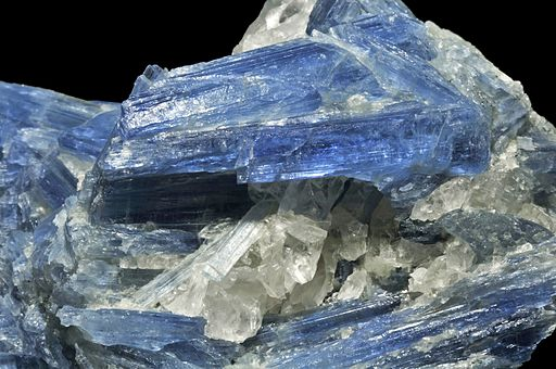 Kyanite, quartz 1
