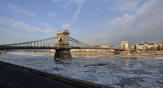 January 2017 European cold wave - The frozen Danube in Budapest on 9 January