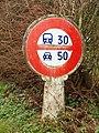 La Neuville-sur-Oudeuil-FR-60-paléo panneau de limitation de vitesse-01.jpg