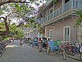 La rue François Martin (Pondichéry, Inde) (13995534084).jpg