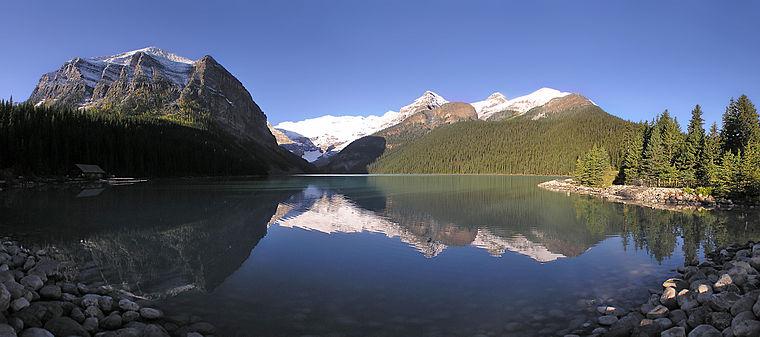 Vue panoramique du Lac Louise en Alberta.