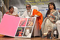 Lata Mangeshkar, Bal Thackeray and Madhuri Dixit at 70th Master Dinanath Mangeshkar Awards (3).jpg