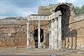 Le portique à pilastres doriques (Villa Adriana, Tivoli) (5889204708).jpg