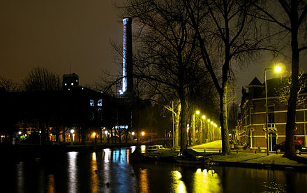 The Singel at night, showing the chimney of the Light Factory Leiden at night Maresingel.jpg