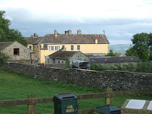 Leyburn Hall from the Shawl (geograph 2211416)