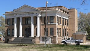 Lipscomb County, Texas, courthouse from SW 1.JPG