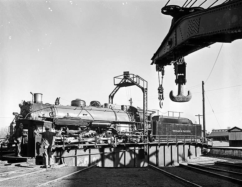 File:Locomotive 706 on Turntable, Texas and Pacific ... Pacific Railway Company