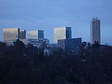 Luxembourg-capitale: le quartier moderne du Kirchberg est le quartier des institutions européennes, des instituts financiers, d'instituts de recherche, de la piscine olympique etc.