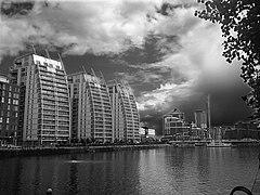 Luxury Apartments - Salford Quays - geograph.org.uk - 490322.jpg