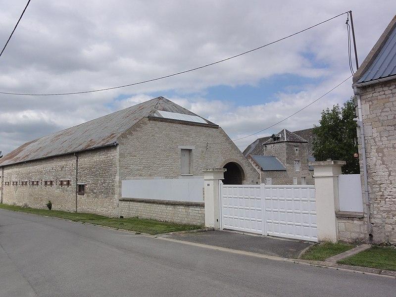 Mâchecourt (Aisne) ferme fortifiée