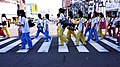 MDHS students crossing the road 20070830.jpg