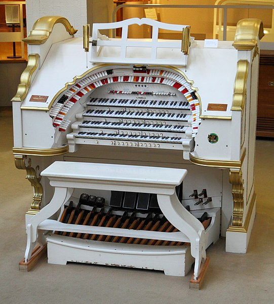File:MIM Mighty Wurlitzer.jpg