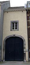 foto van Poortgebouw met poort in Naamse steen, blijkens het jaartal op de sluitsteen uit 1773.