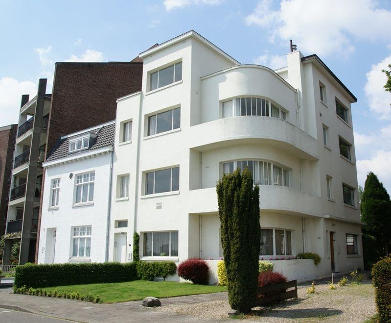 Halfvrijstaand dubbel herenhuis op de westelijke oever van de maas gebouwd in - Expressionistische architectuur ...