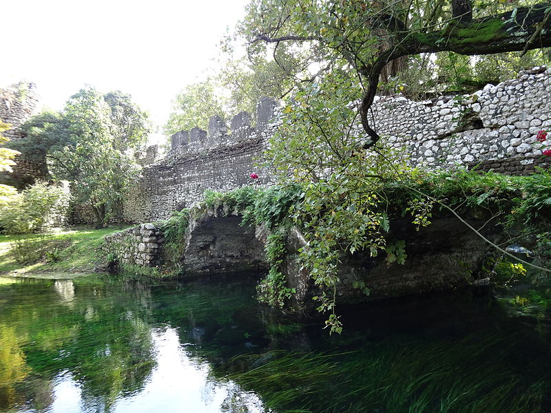 Arquivo: Macello ponte Jardim do Ninfa.JPG