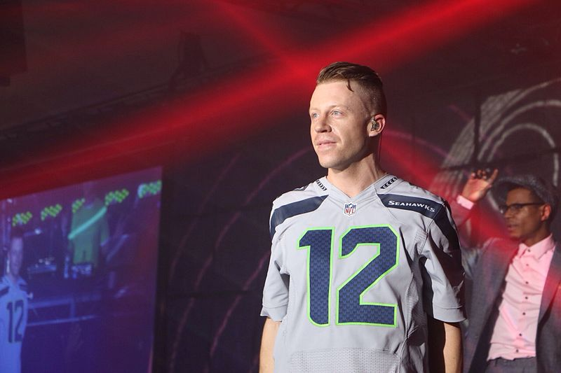[Image: 800px-Macklemore_at_the_Super_Bowl_XLVIII.jpg]