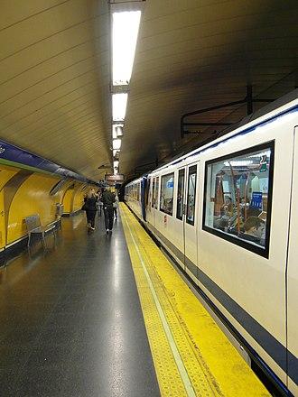 Callao (Madrid Metro) - Image: Madrid Metro Estación de Callao (7189993194)