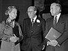 Marion Dönhoff, Prins Bernhard en Fred Luchsinger (1979).jpg