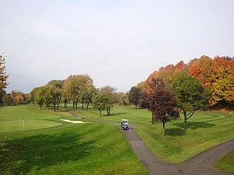 Markland Wood - Markland Wood Golf Club is located within the neighbourhood