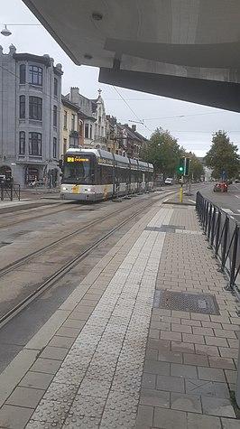 Tram die toekomt aan de halte Meersstraat.