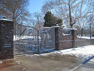Jerry Lee Lewis - Graceland's music-themed gate