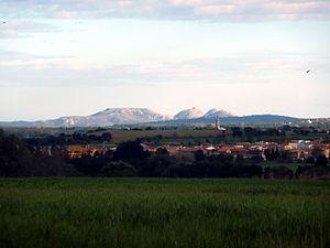Borrassà - Borrassà, with Montgrí in the background
