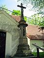 Nebovidy, kříž u kostela.jpg