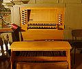 Neuenrade evangelische Kirche Orgel Spieltisch.jpg