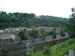 New Lanark from hill 1.JPG