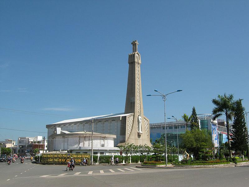 Nhà thờ chính tòa Long Xuyên.jpg