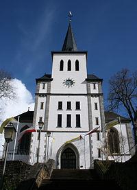 Niederbrechen Kirche Front.jpg