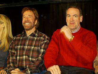 Mike Huckabee - Huckabee with actor Chuck Norris in Londonderry, New Hampshire (2008)