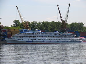 Ocharovannyy Strannik on Khimki Reservoir 5-jun-2012 1.JPG