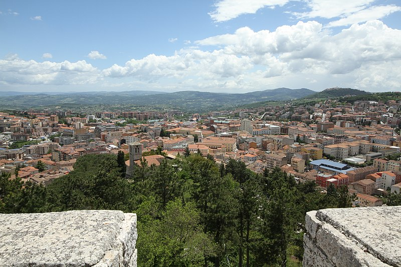 File:Old Town, 86100 Campobasso, Italy - panoramio - trolvag (9).jpg