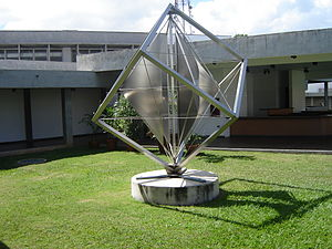 Alejandro Otero - A sculpture by Alejandro Otero at Jesús Soto Museum of Modern Art