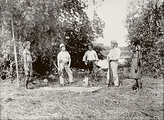Paul Foelsche - Paul Foelsche Dr Stirling, alligator shooting, Daly River, 1891